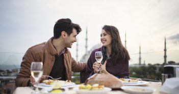 5 First Date Tips To Use When Meeting Offline For The First Time